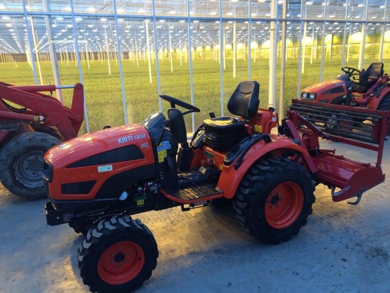 De 2de nieuwe Kioti CK22 HST geleverd lisianthus kwekerij